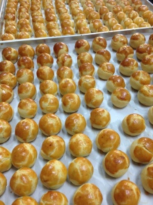 Pineapple tarts with tray